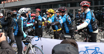 Clara Hughes greeting the Toronto riders who joined her for the first 5 KM of her ride.