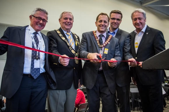Left to right: John Longbottom (Canadian Smarter Cities Strategy Leader,  IBM), Gary Burroughs (Regional Chair, Niagara Region), Jim Diodati (Mayor, City of Niagara Falls), Rick Huijbregts (Vice-President, Smart and Connected Communities, Cisco Canada),  and Claude Dauphin (FCM President)